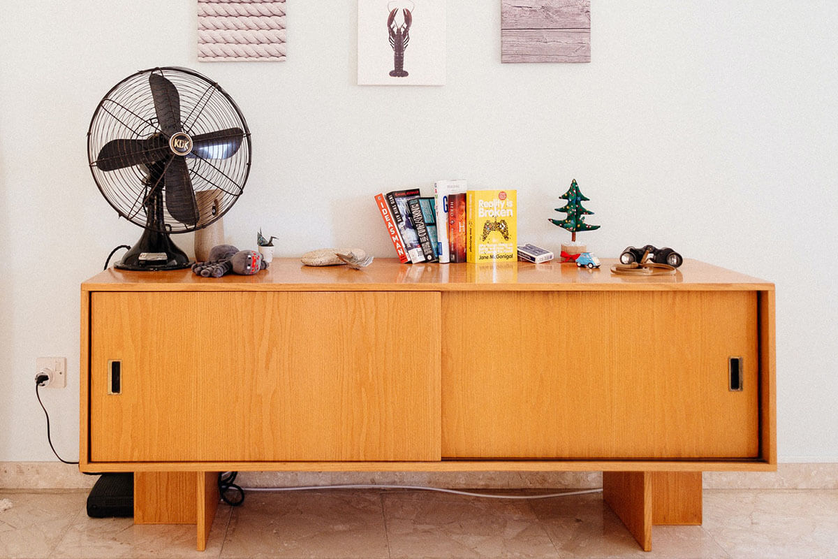 Oscillating fan on a sideboard in a living room. Photo credit: Filios Sazeides